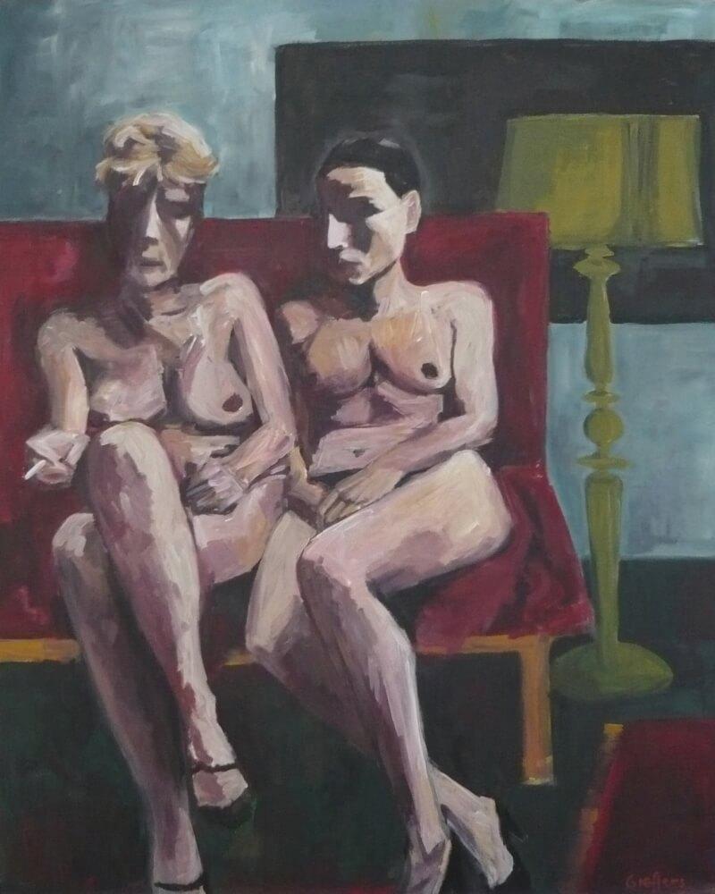 Zwei Damen auf Sofa